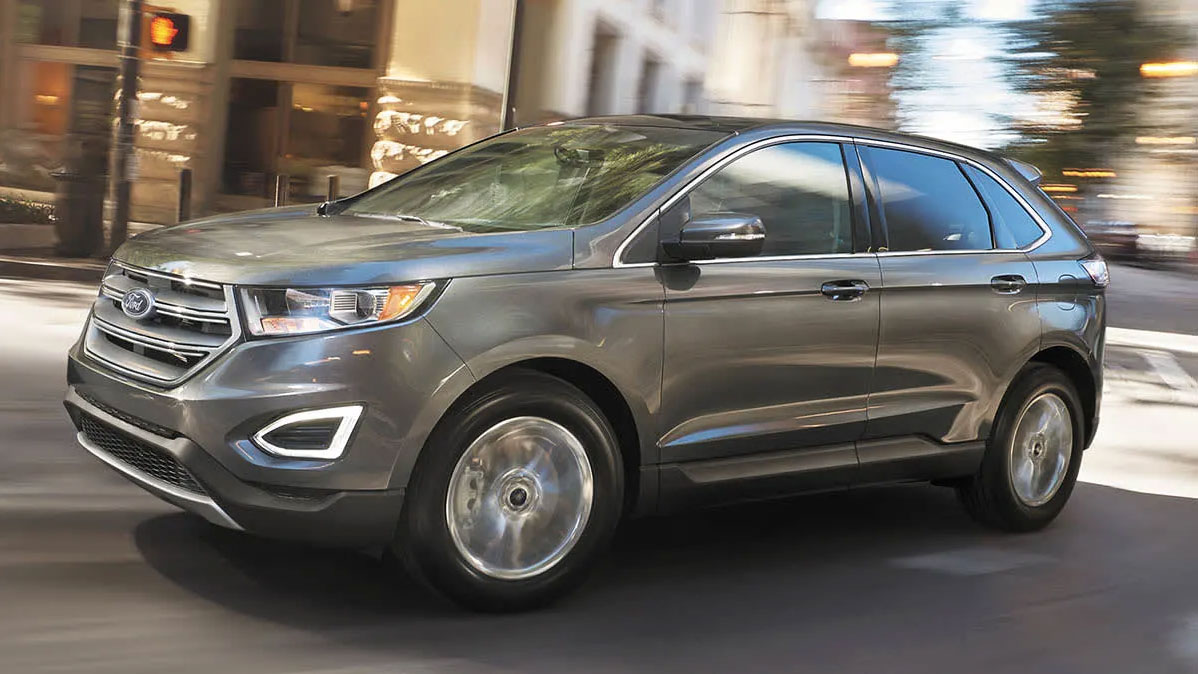 2017 Ford Edge driving through city